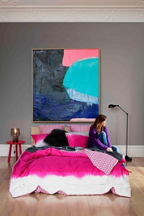Colour - hot pink bedspread